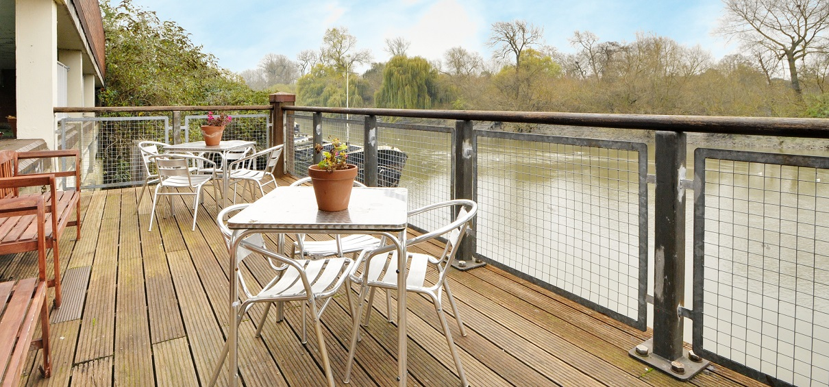 Restaurant, Bar & Riverside Terrace